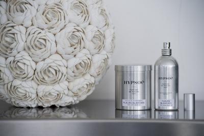 Hypsoé : bougie dans sa boîte métal et spay d'ambiance - senteur : Fleurs Blanches