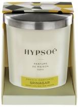 Bougie parfumée Hyposé dans son verre dépoli blanc avec un couvercle en aluminium brossé. Etui pelliculé brillant aux couleurs de la Maison Hypsoé (facettes jaune, gris, noir , rose) Senteur : srinagar