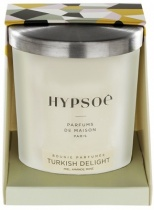Bougie parfumée Hyposé dans son verre dépoli blanc avec un couvercle en aluminium brossé. Etui pelliculé brillant aux couleurs de la Maison Hypsoé (facettes jaune, gris, noir , rose) Senteur : turkish delight